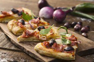 Salsiccia- och rödlökspizza