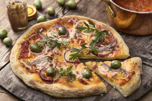 Sardell- och olivpizza