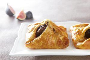 Frasiga smördegsknyten med  fikon, päron och gorgonzola